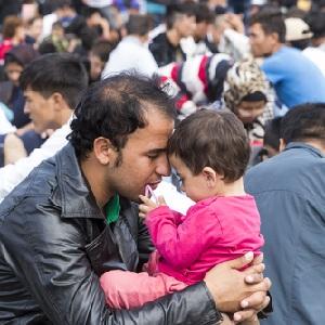 Нелегальных мигрантов от выдворения могут »спасти» их семьи