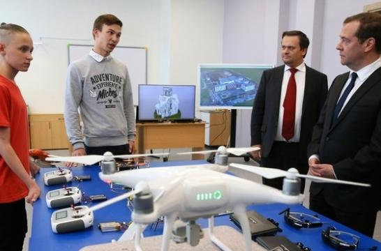 Медведев посетил школу №36 имени Г.Р.Державина в Великом Новгороде