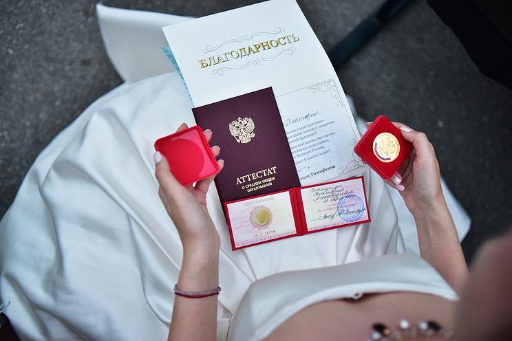 Медаль раздора: в нескольких регионах России обещают усилить контроль за медалистами