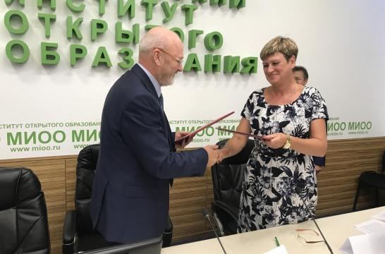 МИОО и Саратовский областной институт развития образования подписали соглашение о сотрудничестве