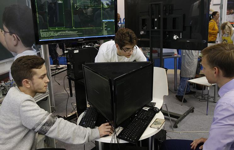 Победители школьного хакатона по интернету вещей на ВДНХ получили набор мини-ракеты