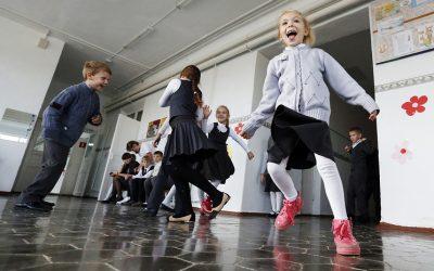 Правительство ставит задачу как можно быстрее уйти от трехсменки в школах