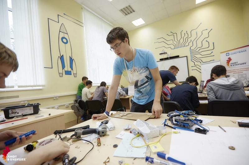 """Учащиеся молодежной школы """"Лифт в будущее"""" представят восемь высокотехнологичных стартапов"""