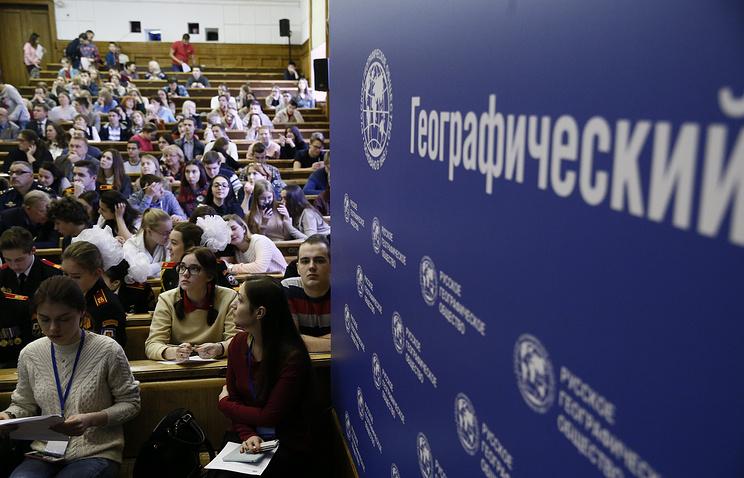 """Россияне написали географический диктант в среднем на """"тройку"""""""