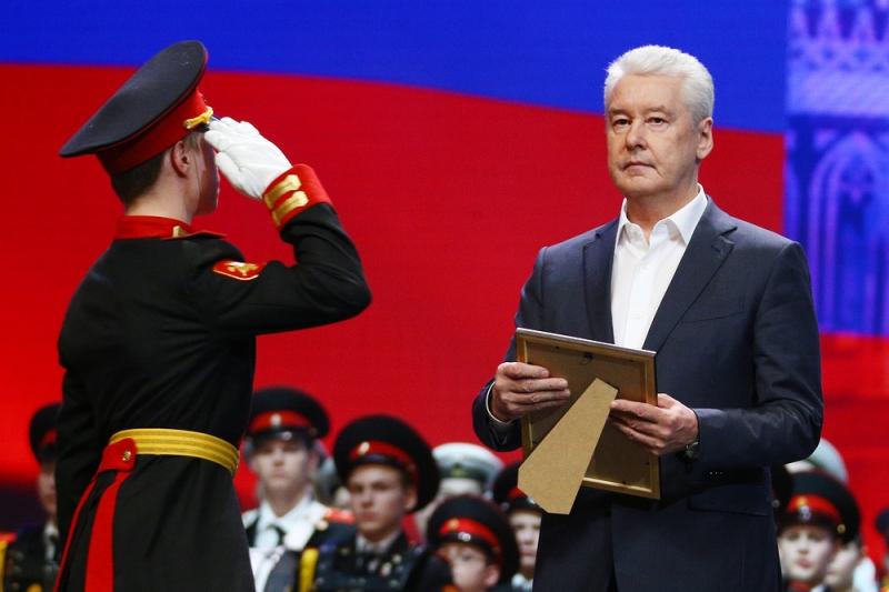 Cобянин наградил лучших офицеров-воспитателей кадетских школ Москвы