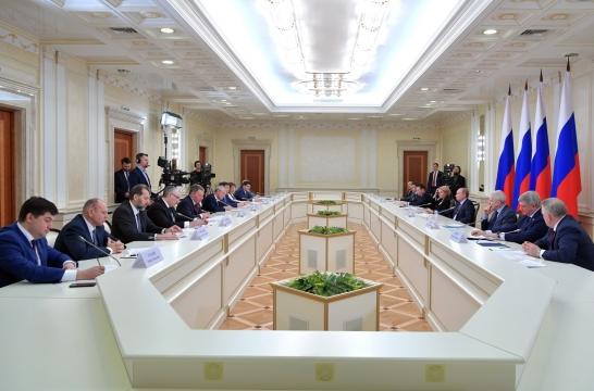 Владимир Путин провел в Екатеринбурге совещание по вопросу развития системы СПО