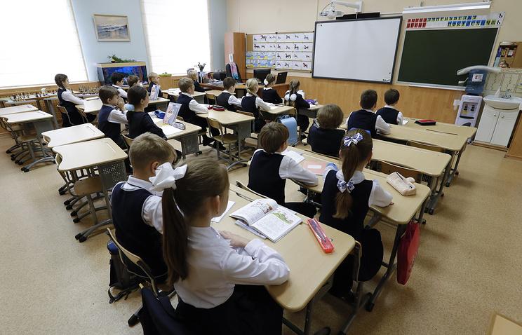 Минобрнауки рассчитывает к 2025 году перевести все школы на одну смену
