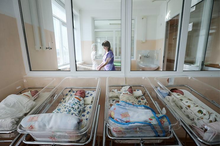 Минобрнауки планирует отнести рождение детей к достижениям при поступлении в вуз