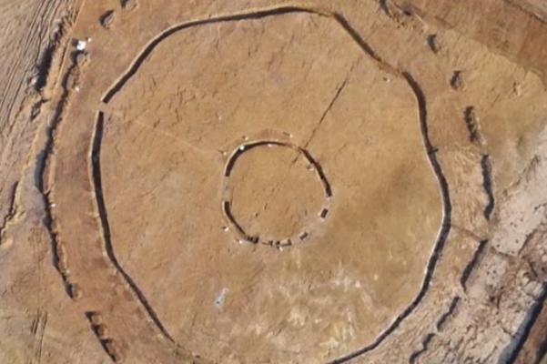 В Англии полностью раскопали неолитический хендж