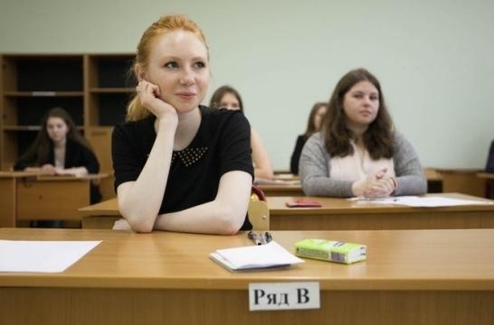 В Москве более 700 школьников писали итоговое сочинение в дополнительный срок