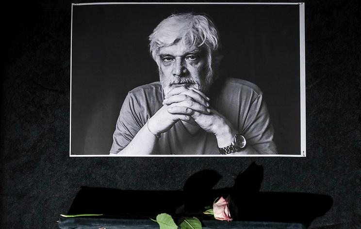 В МХТ имени Чехова простятся с режиссером Дмитрием Брусникиным