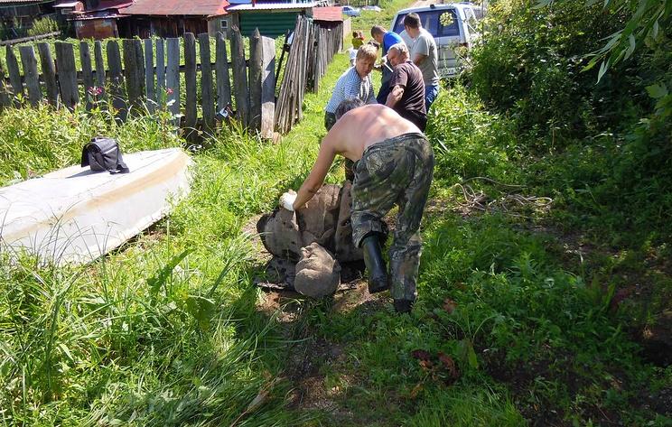 Активисты забрали памятник Сталину, обнаруженный в пруду Челябинской области