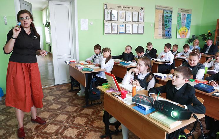 Собянин ввел доплату учителям в размере 12,5 тыс. рублей за классное руководство