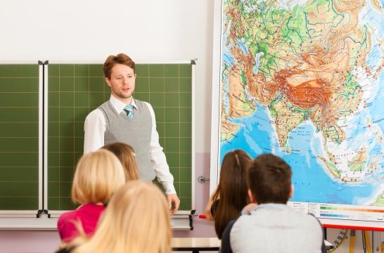 Общественная палата РФ запустила опрос о системе школьных оценок