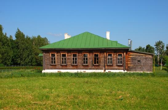 Минпросвещения РФ планирует к 2024 году обновить материальную базу 16 тысяч сельских школ
