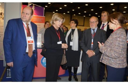 В Петербурге открылся Международный научно-образовательный салон