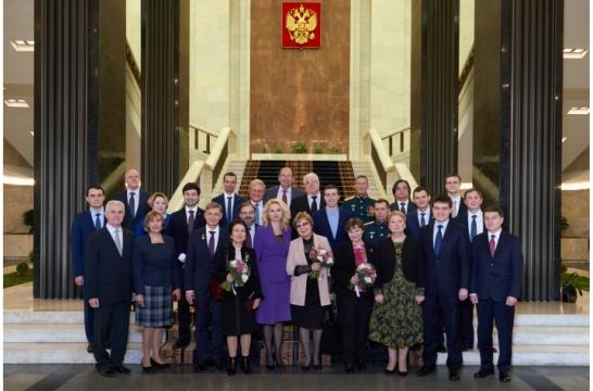 В Москве вручены премии правительства России в области образования