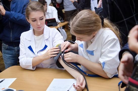 Московские школьники смогут проверить свои знания по медицине