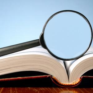 Лингвистическая экспертиза: как лингвист помогает отличить мнение от утверждения, а клевету от факта?