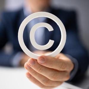 Проблемы оценки охраноспособности товарных знаков, включающих в себя авторские произведения